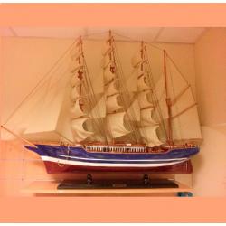 Didelis ir prabangus medinis laivas