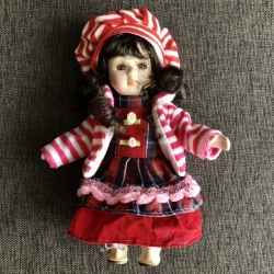 Porceliano lėlė S Raudona